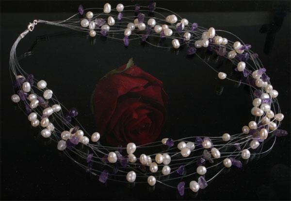 Perlen-Collier 12-Strängig mit Amethysten abgesetzt