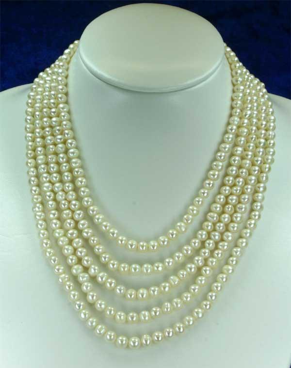 Aufwendig geknüpftes 5-Reihiges Perlen-Collier aus Süßwasserzuchtperlen Stella