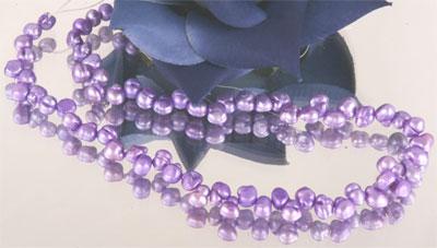 Irregularer Perlenstrang 5-6mm violett