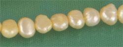 Perlenstrang aus Süsswasserzuchtperlen softgold ca. 38cm 3-6mm Durchmesser
