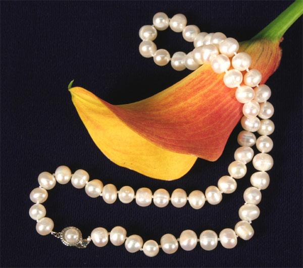 Perlenkette K102 mit Perlenverschluß 45cm lang 7-8mm Durchmesser weiss