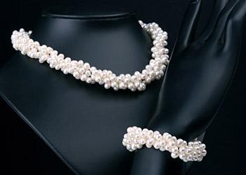 Süßwasser Zucht-Perlen-Set dreireihig gedreht -weiß-